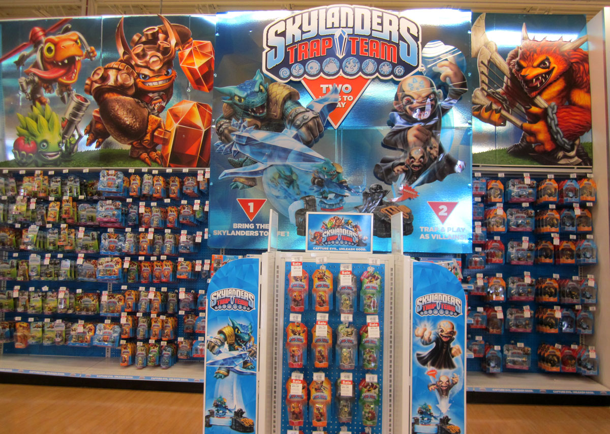 Skylanders Toys R Us : Skylanders trap team went on sale today with more options