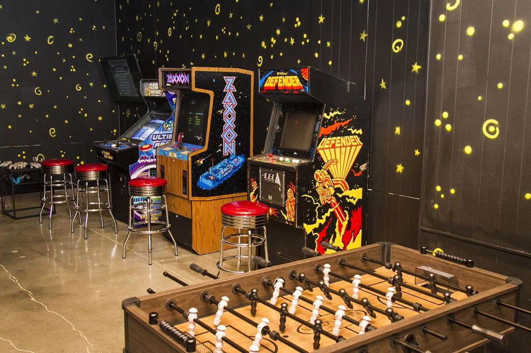 Good Burger's All That Game Room